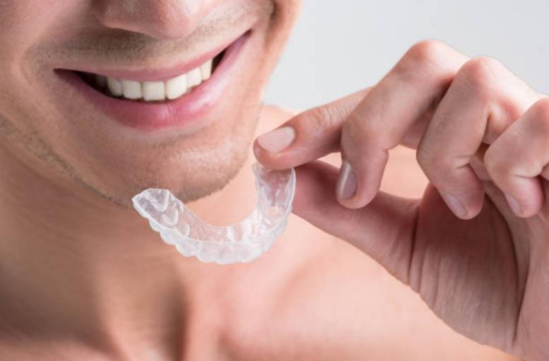 Lucir sonrisa con Ortodoncia Invisible: el adiós a los brackets